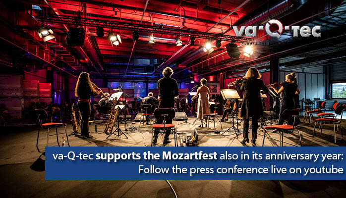 Mehrere Instrumentalisten spielen vor einem Publikum anlässlich des Mozartfestes, welches 2021 sein Jubiläum feiert, und erneut von va-Q-tec als Hauptsponsor unterstützt wird.